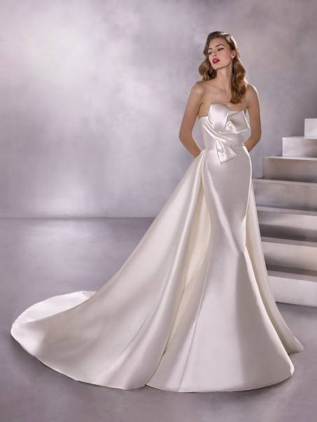 Suknia Atelier Pronovias Black Star